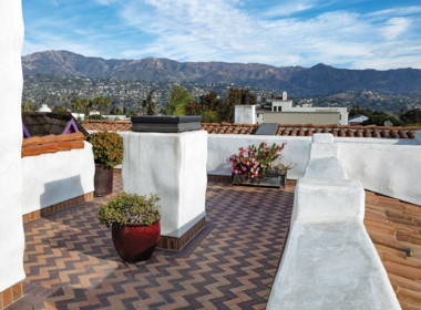 Private roof terrace ~1000sf total