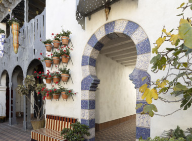 531-G Chapala - courtyard exit to back staircase